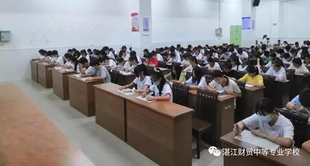 湛江财贸学校积极开展新团员入团培训活动